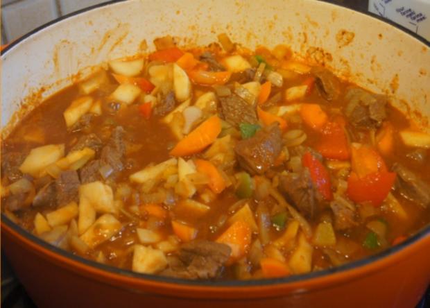 Rindergulasch ( Suppe )  mit Gemüsemix, Brokkoli und Kartoffeln - Rezept - Bild Nr. 4717