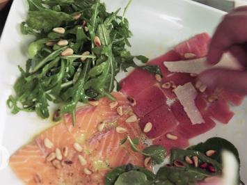 Rezept: Zweierlei Carpaccio vom Fisch, zwei Salate und selbstgemachtes Ciabatta