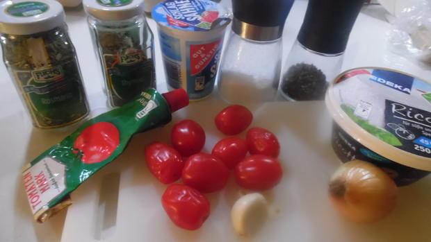 Cappellacci mit Ricotta-Parmesan-Füllung und Tomaten-Rahm-Soße - Rezept - Bild Nr. 4733