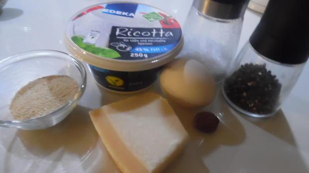 Cappellacci mit Ricotta-Parmesan-Füllung und Tomaten-Rahm-Soße - Rezept - Bild Nr. 4746