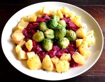 Rote Rüben Gemüse mit Kohlsprossen und Salzkartoffeln - Rezept - Bild Nr. 4732