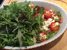 Mit Feta überbackene Zuccini und Cherrystrauchtomaten mit Wildkräutersalat - Rezept - Bild Nr. 4737