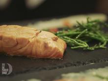 In Soja confierter Lachs mit geflämmter Haut und dazu karamellisierter Ingwer mit Chilli - Rezept - Bild Nr. 2