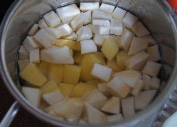 Kassler im Blätterteig mit Weißkraut böhmischer Art und Sellerie-Kartoffelstampf - Rezept - Bild Nr. 4817