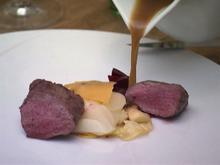 Rehfilet im Salzteig mit Kartoffel-Sellerie-Carpaccio, Wintergemüse und Reh-Jus - Rezept - Bild Nr. 2