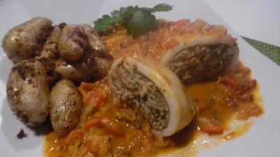Calamari-Tuben gefüllt, in scharfer Tomatensoße mit La Ratte-Kartoffeln - Rezept - Bild Nr. 4940