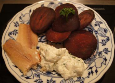 Rezept: Rote Bete mit Forellen-Filet und Quark-Meerrettich-Dip