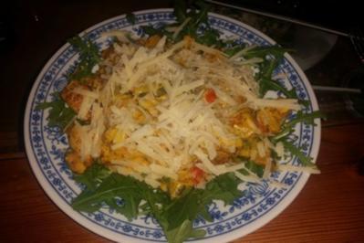 Rezept: Hähnchen-Tomaten-Zucchini-Pfanne auf Rucola