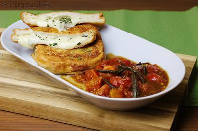 Gebackene Mozzarellaschnitten mit Salbei-Schmortomaten - Rezept - Bild Nr. 4945