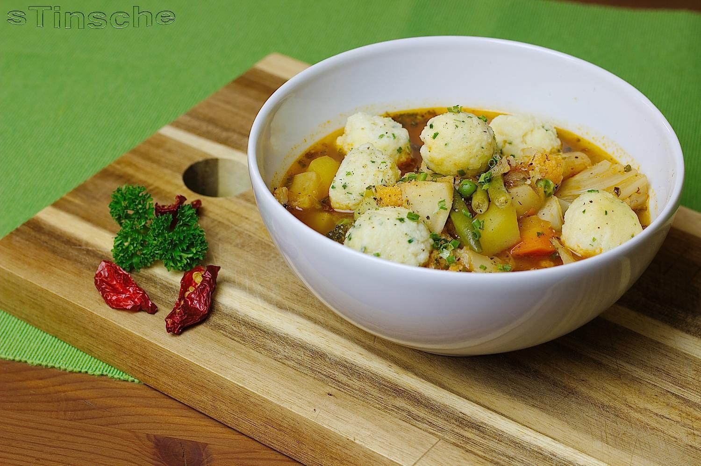 Gemüsesuppe mit Grießklößchen - Rezept