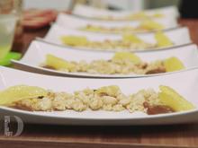 Honig-Thymian-Parfait auf Macadamiastreuseln an geflämmten Orangen und Salzkaramell - Rezept - Bild Nr. 2