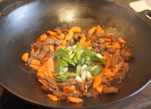 Rindfleisch mit Champignons und Mie-Nudeln im Wok - Rezept - Bild Nr. 4969