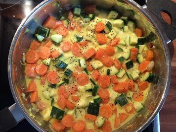 Rezept: Möhren-Zuccini-Gemüse in Kokossoße