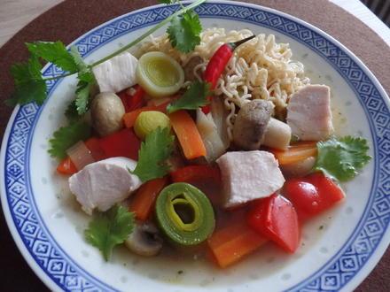 Asiatische Hühner-Nudelsuppe - Rezept - Bild Nr. 5009