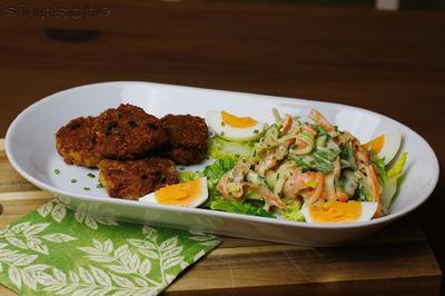 Knusprige Hähnchen-Käse-Taler mit gemischtem Salat & Ei - Rezept - Bild Nr. 5025