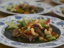 "Hühnchen ""Gai Pad Khing"" und Ente ""Ped Makaan"" - Rezept - Bild Nr. 2"