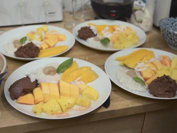 Rezept: Khao Niau (Klebereis) mit Mousse au Chocolat und Früchten