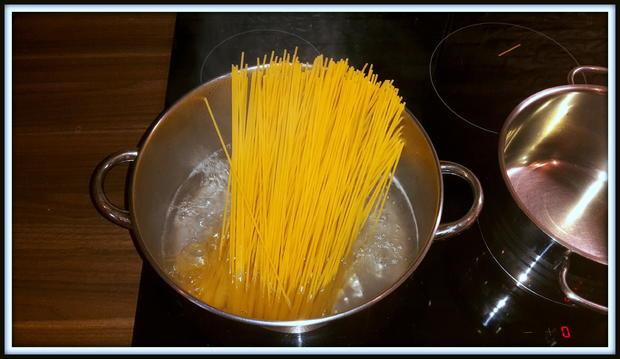 Spaghetti mit Wurst-Speck-Tomatenpaprika Soße - Rezept - Bild Nr. 5161
