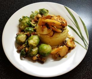 Rezept: KaPü mit Apfel-Zwiebel-Topping, Kohlsprossen und Räuchertofu in Cashewsahne