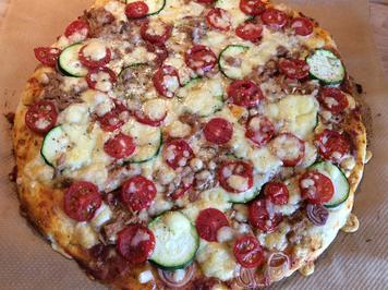Pizza mit Gemüse und Thunfisch - Rezept - Bild Nr. 5163