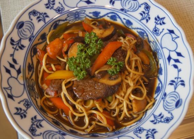Rindfleisch mit Paprikamix und Mie-Nudeln - Rezept - Bild Nr. 5195