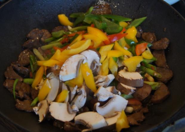 Rindfleisch mit Paprikamix und Mie-Nudeln - Rezept - Bild Nr. 5205