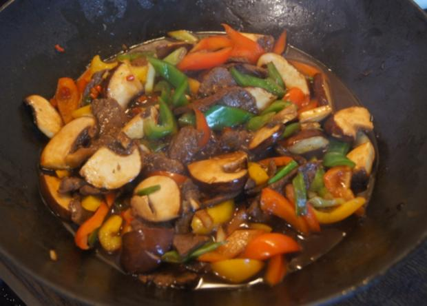 Rindfleisch mit Paprikamix und Mie-Nudeln - Rezept - Bild Nr. 5207