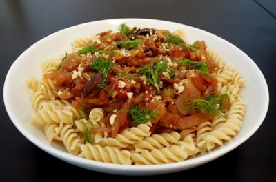 Rezept: Pasta mit Fenchel-Oliven-Tomaten-Sauce