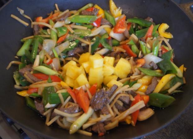 Rindfleisch mit Gemüse und Bandnudeln im Wok - Rezept - Bild Nr. 5241