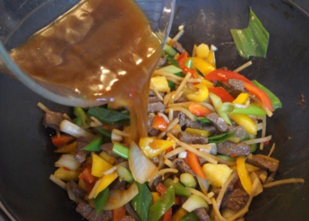 Rindfleisch mit Gemüse und Bandnudeln im Wok - Rezept - Bild Nr. 5242