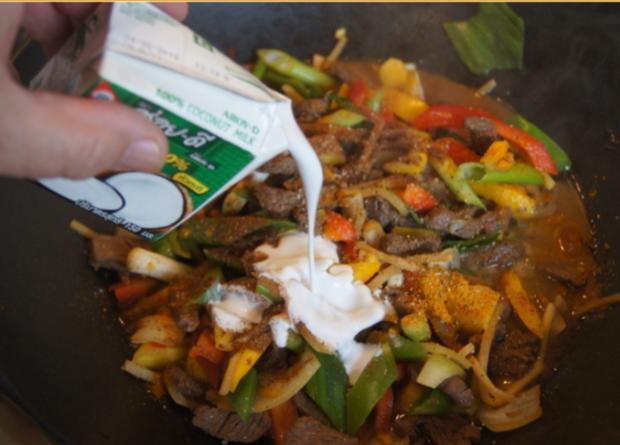 Rindfleisch mit Gemüse und Bandnudeln im Wok - Rezept - Bild Nr. 5243