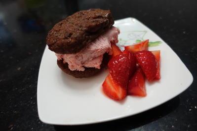 Erdbeer Eis Sandwich mit Erdbeeren - Rezept - Bild Nr. 2