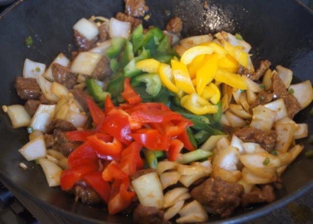 Gebratenes Rindfleisch mit Gemüse, Austernsauce und Jasmin-Reis - Rezept - Bild Nr. 5257