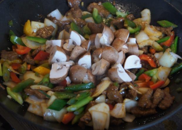 Gebratenes Rindfleisch mit Gemüse, Austernsauce und Jasmin-Reis - Rezept - Bild Nr. 5258
