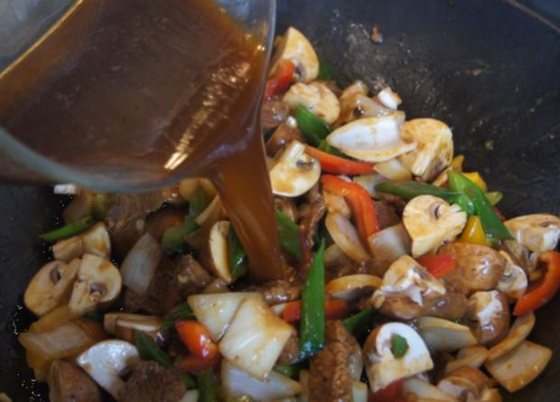 Gebratenes Rindfleisch mit Gemüse, Austernsauce und Jasmin-Reis - Rezept - Bild Nr. 5259
