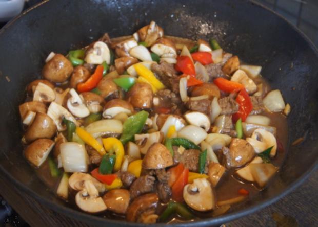 Gebratenes Rindfleisch mit Gemüse, Austernsauce und Jasmin-Reis - Rezept - Bild Nr. 5260