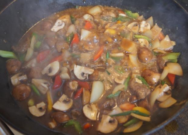 Gebratenes Rindfleisch mit Gemüse, Austernsauce und Jasmin-Reis - Rezept - Bild Nr. 5262