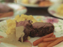 Kalbsfilet mit Steckrübenpüree, karamellisierten Möhren und Weißweinsoße - Rezept - Bild Nr. 2