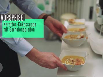 Karotten-Kokos-Suppe mit Ingwer und Garnelenspieß - Rezept - Bild Nr. 2