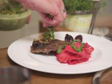 Lamm-Ossobuco mit Gremolata an Rote Beete Pappardelle  und Rotwein-Balsamico Schalotte - Rezept - Bild Nr. 2