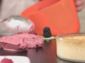 Crème Brûlée an geeistem Beerenmousse - Rezept - Bild Nr. 2