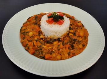 Rezept: Cremiges Curry mit Spinat, Tomaten, Kichererbsen, und Paprika
