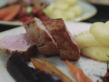Schweinefilet in Kräutermantel an (Wasabi-)Kartoffelpüree und Frühlingsgemüse - Rezept - Bild Nr. 2