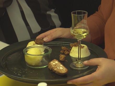 Orangen-Pannacotta mit in Butter gebratenen Cantuccinibröseln und Zitronen-Orangensorbet - Rezept - Bild Nr. 2