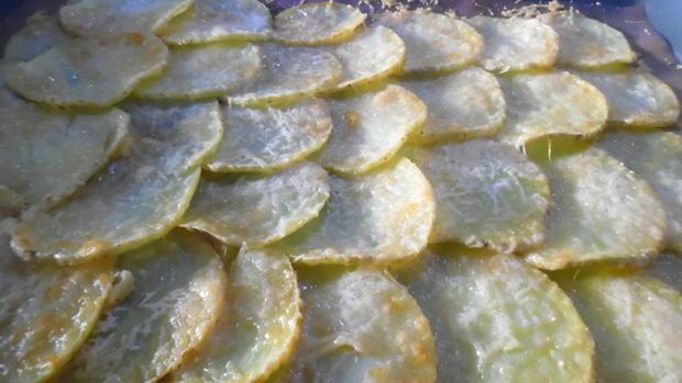 Kartoffel-Hackfleisch-Rolle mit Gurkensalat - Rezept - Bild Nr. 5427