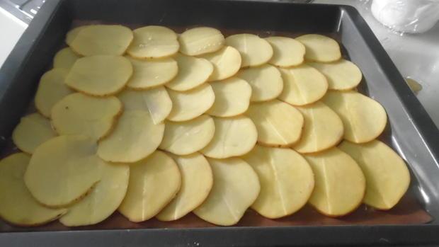 Kartoffel-Hackfleisch-Rolle mit Gurkensalat - Rezept - Bild Nr. 5429