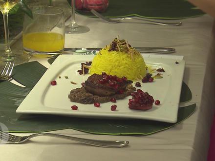 Safranreis garniert mit karamellisierten Berberitzen, gerösteten Mandeln und Pistazien - Rezept - Bild Nr. 2