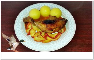 Barbarie Entenschenkel mit  Apfelscheiben  & Klöße - Rezept - Bild Nr. 5484
