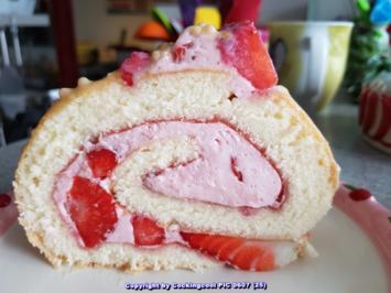 Rezept: Meine Kuchen = Biskuitrolle mit Erdbeer-Sahnefüllung sowie Deko und Schokotopping