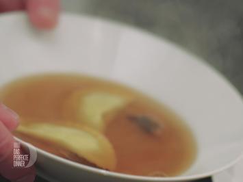 Pilz-Consommé mit Trüffel-Kartoffel-Ravioli - Rezept - Bild Nr. 5484
